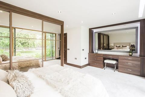 2 bedroom apartment for sale - Centurion Court, South Woodford, E18