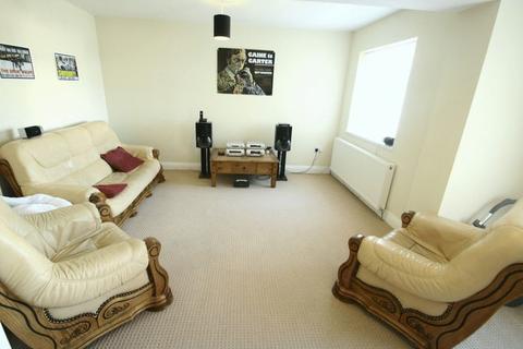 2 bedroom flat - Benton Road, High Heaton, Newcastle Upon Tyne