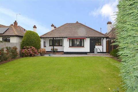 4 bedroom detached bungalow for sale - Broadclyst Gardens, Thorpe Bay, Essex