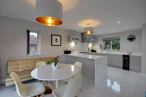 4 bedroom detached house for sale - The Coachings, Hessle