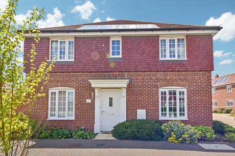 3 bedroom semi-detached house to rent - Abbott Way, Holbrook, Ipswich