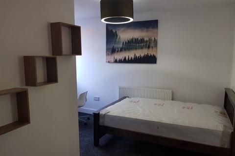 1 bedroom house share to rent - Rm 1 New ensuite rooms available - East St - ideal for University