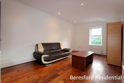 3 bedroom flat to rent - Morrish Road, Brixton