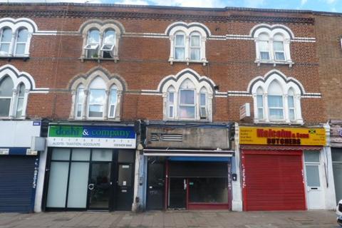 Studio to rent - High Road, Willesden Green, London