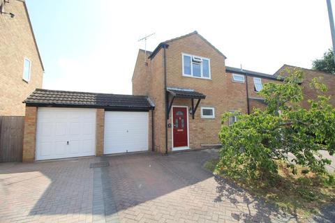3 bedroom end of terrace house for sale - Barkis Close, Chelmsford, Essex, CM1