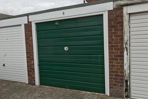Garage to rent - Cokeham Court