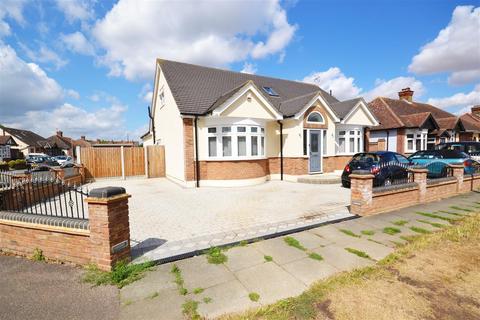 5 bedroom detached bungalow for sale - Gordon Road, Woodside
