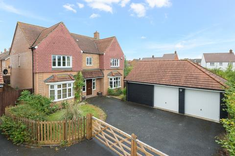 5 bedroom detached house for sale - Southdown Close, Ashford, TN25
