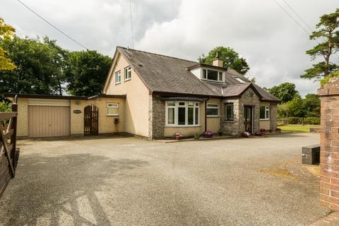 4 bedroom detached bungalow for sale - Talwrn, Llangefni, North Wales