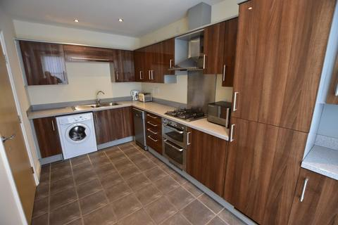 5 bedroom terraced house to rent - Watkin Road, leicester