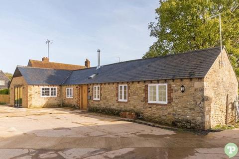 2 bedroom barn conversion to rent - Denton, Nr Oxford