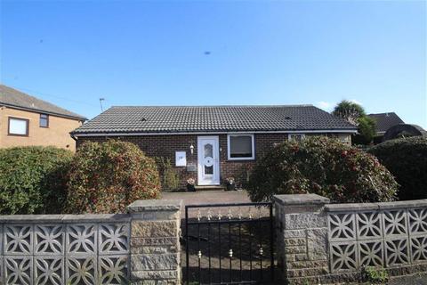 2 bedroom bungalow for sale - Elizabeth Avenue, Wyke, West Yorkshire