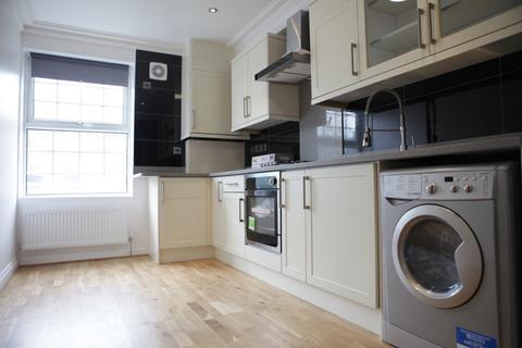 2 bedroom flat - New Road, Whitechapel, London