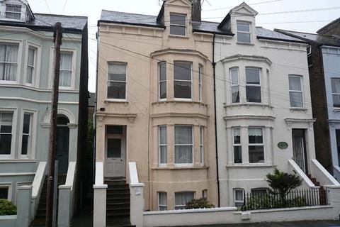 Studio to rent - Clanwilliam Road, Deal