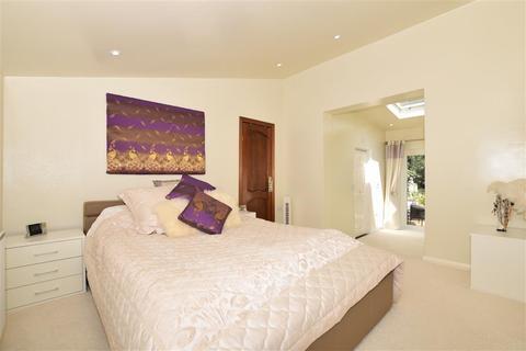 3 bedroom detached bungalow for sale - Upper Mill, Wateringbury, Maidstone, Kent