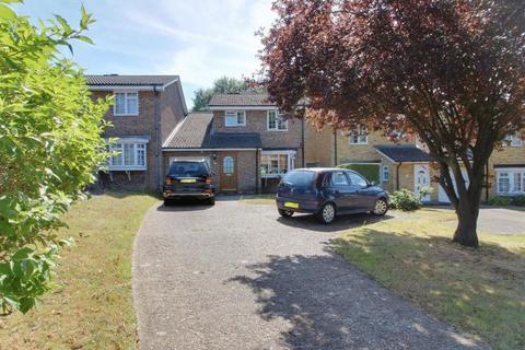 4 bedroom detached house to rent - Victoria Avenue, Sanderstead, South Croydon