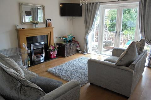 3 bedroom terraced house to rent - Windrush Close.Wythall, B47