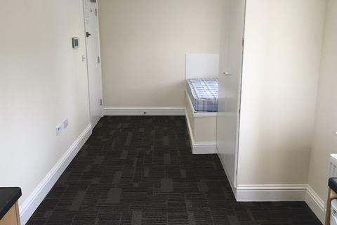 Studio to rent - Central Crawley, West Sussex