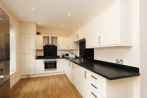 4 bedroom apartment to rent - Broomgrove Crescent, Broomhill