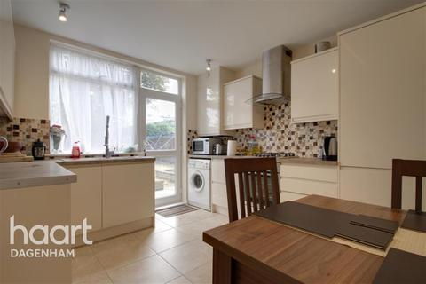 3 bedroom end of terrace house to rent - Heath Road, Romford, RM6