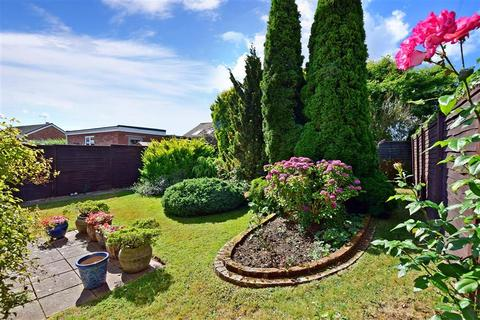 2 bedroom detached bungalow for sale - Beauxfield, Whitfield, Dover, Kent