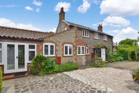 2 bedroom semi-detached house for sale - Overstrand Road, Cromer
