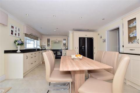 4 bedroom bungalow for sale - Warden Road, Eastchurch, Sheerness, Kent