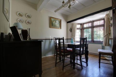 3 bedroom bungalow for sale - Haynes Road, Hornchurch