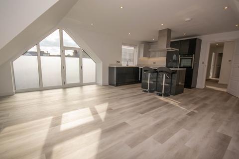 2 bedroom penthouse for sale - Apartment 5, Oak House, Crossways, Shenfield, Essex, CM15