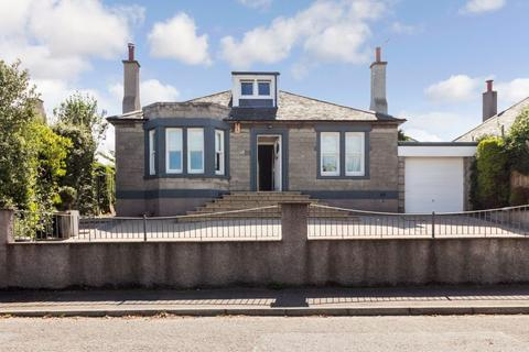 3 bedroom bungalow for sale - 21 Caiystane Crescent, Edinburgh, EH10 6RR