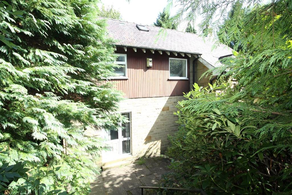 3 Bedrooms Detached House for sale in Carr Croft, New Road, Halifax