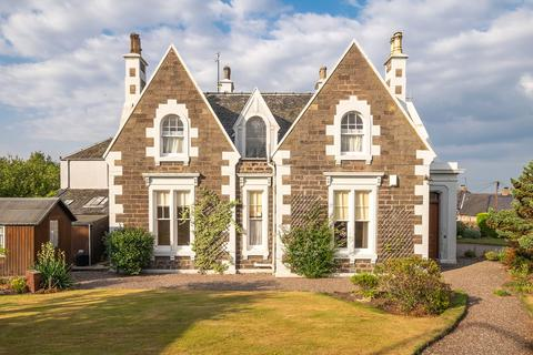 5 bedroom detached house for sale - Castle Cottage, 11 Castle Road, Tayport, Fife, DD6