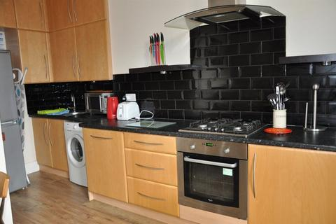 4 bedroom flat to rent - 176 Union Grove HMO
