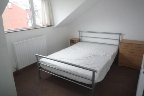 2 bedroom flat to rent - Cross Green Avenue, Cross Green, Leeds