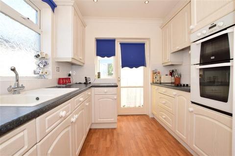 2 bedroom detached bungalow for sale - Barton Road, Hornchurch, Essex