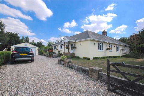 3 bedroom bungalow for sale - Back Lane, Ford End, Chelmsford, CM3