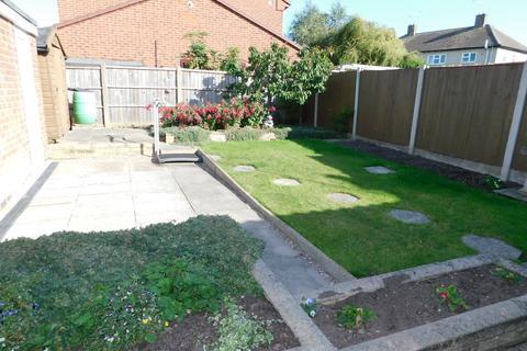 2 bedroom semi-detached bungalow to rent - Henhurst Ridge, Burton-on-Trent