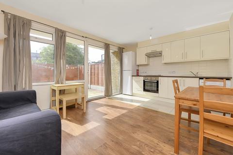 4 bedroom terraced house to rent - Churchward House, Kennington, London, SE17
