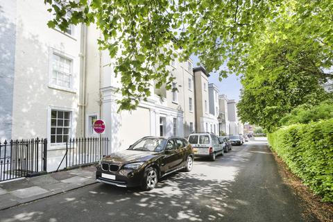Studio to rent - Canynge Square, Clifton