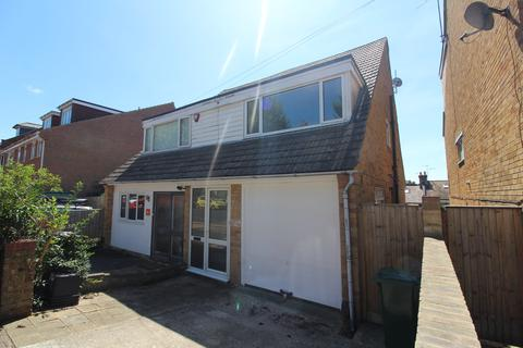 2 bedroom semi-detached house to rent - Hythe Road, Brighton BN1