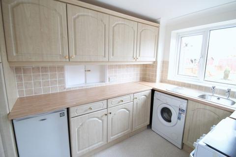 3 bedroom semi-detached house to rent - Throckley Avenue, Acklam, TS5 8LG