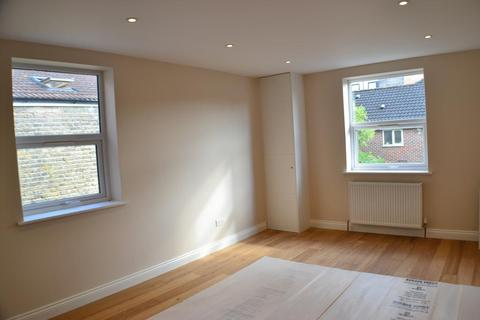 4 bedroom flat to rent - Hoyle Road, Tooting, London, SW17 0RS