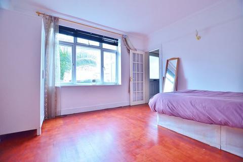 1 bedroom house share - Strattondale Street, Crossharbour E14