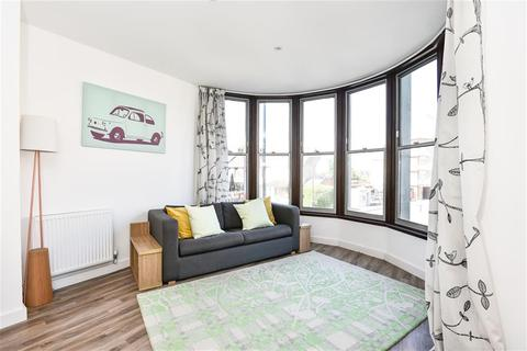 1 bedroom apartment for sale - Sterling House, 21-25 Station Lane, Hornchurch, RM12 6JL