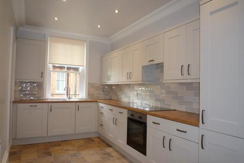 3 bedroom flat to rent - CLIFTON