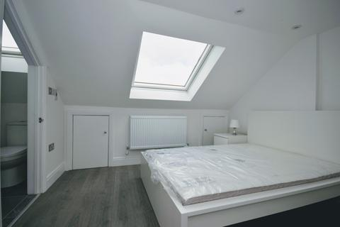 1 bedroom house share - Henley Road, Ilford IG1