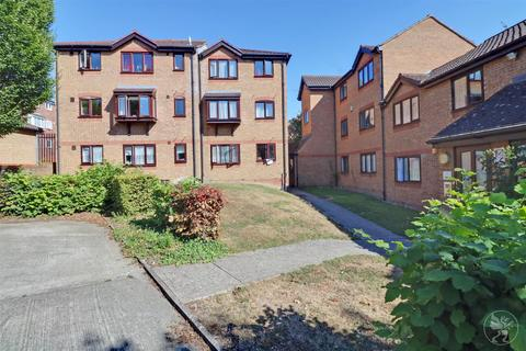 Studio for sale - 15 Duncombe Court, Wingrove Drive, Purfleet, Essex RM19 1NF