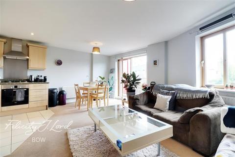 2 bedroom flat to rent - John Bell Tower West, Pnacras Way, E3