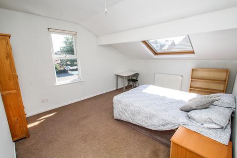 4 bedroom end of terrace house to rent - BILLS INCLUSIVE Devon Road, Leeds
