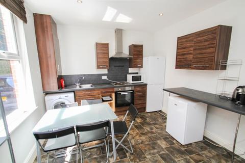 4 bedroom end of terrace house to rent - Devon Road, Leeds
